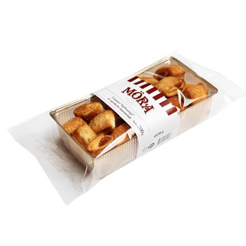 PILLOW-SHAPED BISCUITS WITH APRICOT JAM